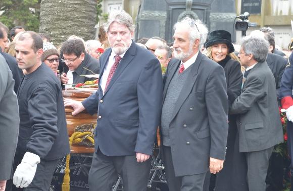 Luis Hierro López acompaña durante el sepelio del expresidente Jorge Batlle. Foto: Gerardo Pérez