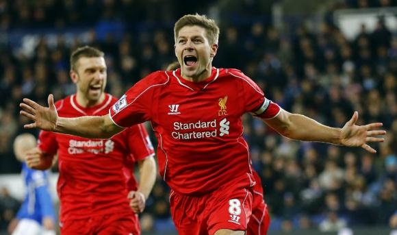 Steven Gerrard anotó el gol que dio vuelta el partido a favor de Liverpool. Foto: Reuters