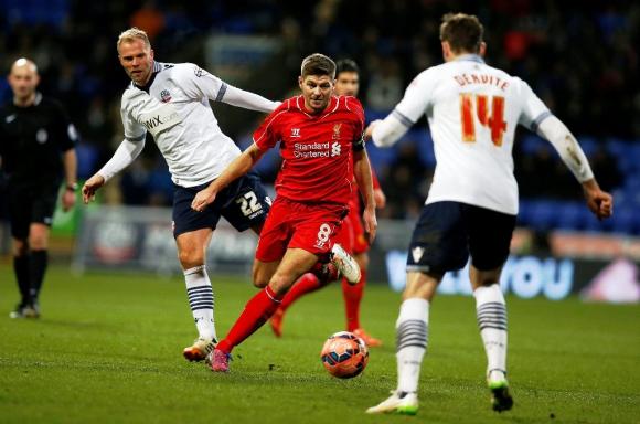 Steven Gerrard cumplió 700 partidos con Liverpool. Foto: Reuters.