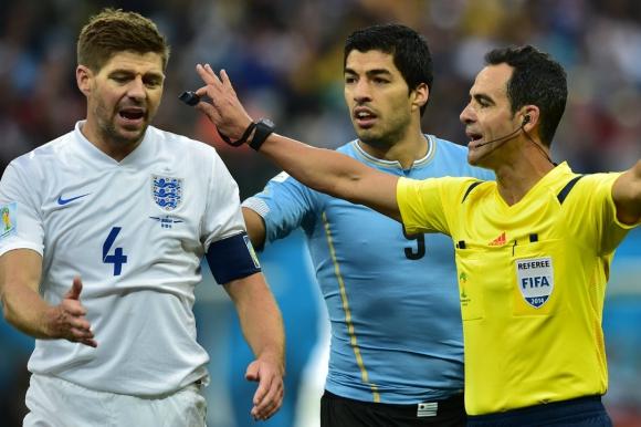 Suárez y Gerrard. Foto: AFP