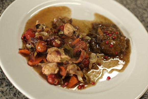 Chop suey de pollo, vegetales y arazá. Foto: Gabriel Rodríguez