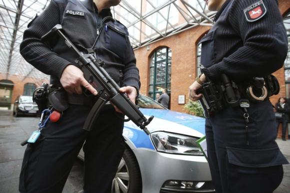 Un comando especial detuvo en Alemania a tres personas relacionadas con los atentados de París. Foto: EFE.