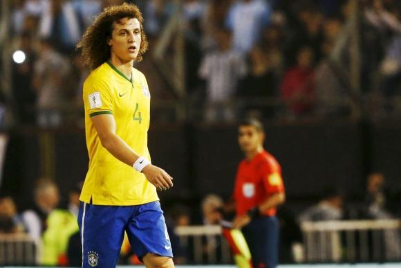 David Luiz fue expulsado en el clásico entre Argentina y Brasil. Foto: Reuters