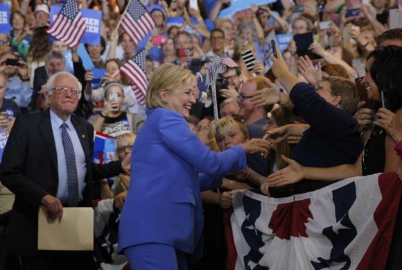 Luego de una intensa campaña, Hillary recibió el apoyo de Sanders. Foto: Reuters