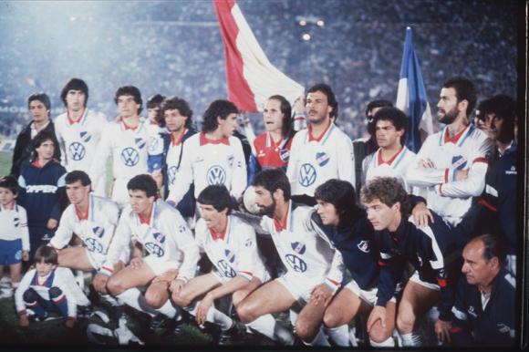 Héroes. Los campeones posando en la fiesta tricolor. Foto: Archivo El País