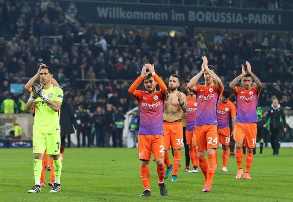 Los jugadores de Manchester City celebran la victoria ante Burnley. Foto: EFE