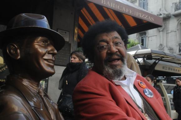 Unidos: Carlitos y uno de sus más fervientes admiradores. Foto: Francisco Flores