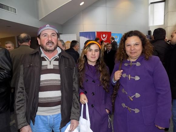 Ebelio y Macarena González, María Flores.
