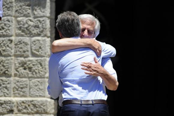 Abrazo: Vázquez y Macri el 7 de enero en la estancia Anchorena. Foto: F. Ponzetto