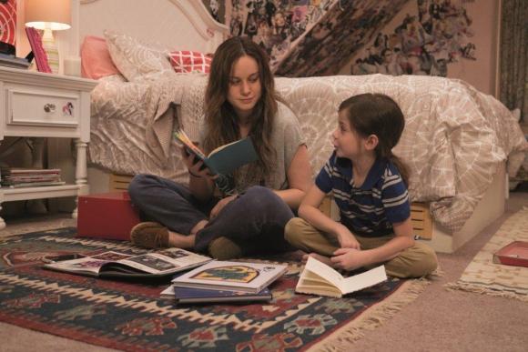 La actriz encarna a una madre que vive con su hijo en una habitación.