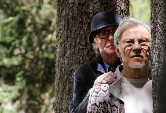 Michael Caine es un músico retirado y Harvey Keitel un guionista de cine.