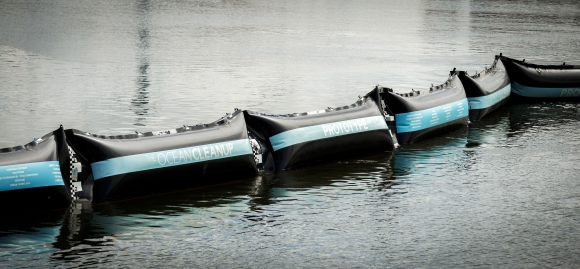 Prototipo del proyecto Cleanup para limpiar los océanos, Foto: AFP