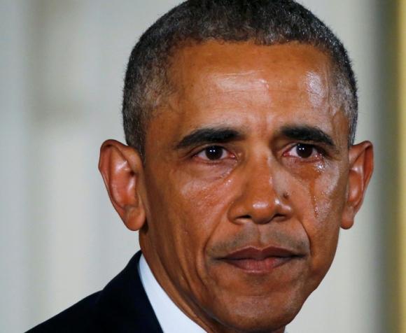 Barack Obama llora mientras recuerda tiroteo en 2012. Foto: Reuters