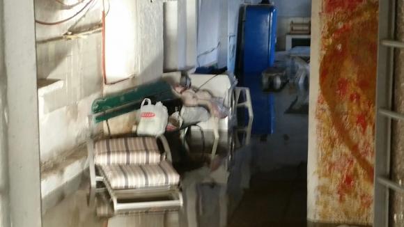 La rotura de un ca o inunda las calles de malv n for Garage de la zone