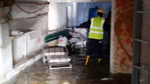 Un caño roto inundó el garage de una casa de la zona de Rivera y Gallinal. Foto: Ariel Colmegna