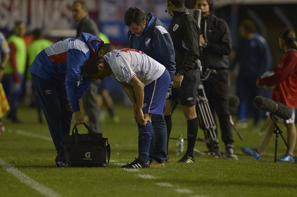 Pese al dolor, Ligüera volvió a la cancha. Foto: G. Pérez