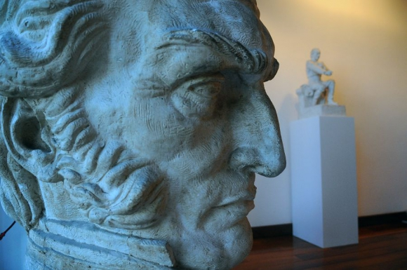 Artigas: yeso de la cabeza del héroe nacional. Foto: Fernando Ponzetto