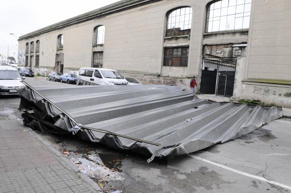 Los destrozos del temporal en Montevideo. Foto: Darwin Borrelli