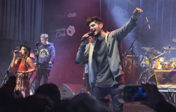 Fer Vázquez con Rombai en el reciente show en La Trastienda para clientes de Claro Club y Samsung Club.