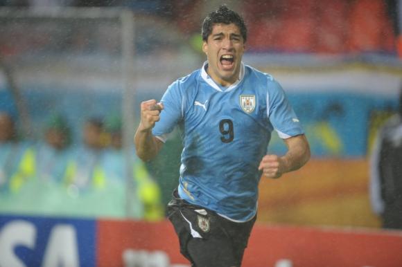 Luis Suárez festejando el segundo gol ante Corea del Sur en el Mundial de Sudáfrica 2010. Foto: archivo El País.