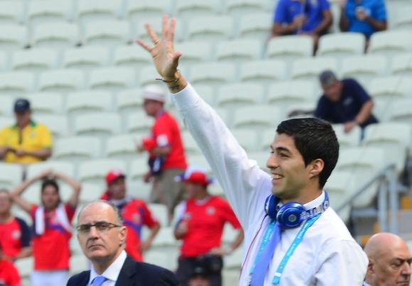 Luis Suárez con los auriculares Beats previo al partido ante Costa Rica. Foto: N. Pereyra