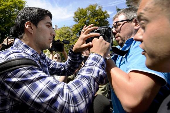 Luis Suárez, al salir de declarar en el TAS. Foto: AFP