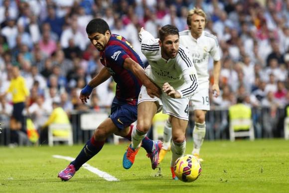 Sergio Ramos fue la sombra de Luis Suárez. Foto: EFE.