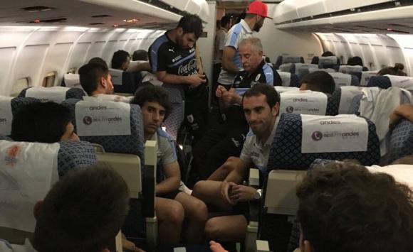 La selección de Uruguay llegó a Barranquilla en la madrugada del lunes. Foto: @Uruguay