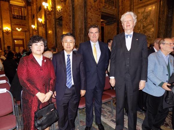 Young Hee Lee, Embajador de Corea Hanjun Yoo, Embajador de Reino Unido Ben Lyster-Binns, Embajador de Alemania Heinz Peters.