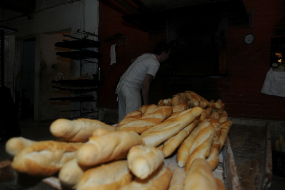 Por fin, antes del amanecer, está listo el pan (Foto: Francisco Flores)