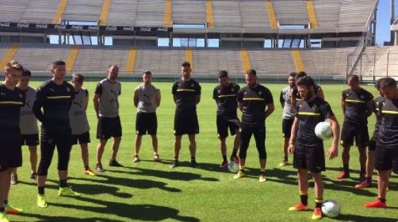 El minuto de silencio de Peñarol antes del entrenamiento. Foto: captura