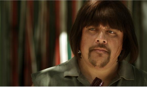 En la película Clever interpretó a un grandote bastante agresivo y adicto a los palitos de vino tinto.