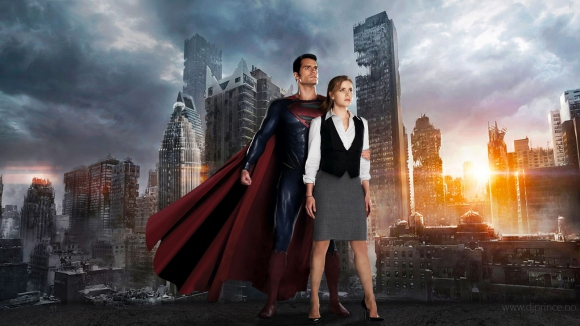 La vida de Superman y Luisa Lane transcurre en una ciudad luminosa.