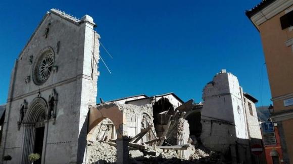 Basílica de San Benedetto destruida en Italia. Foto: EFE