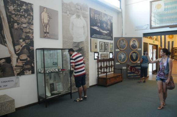 El Museo del Fútbol es destino para muchos de los turistas que llegan a Montevideo. Foto: Francisco Flores