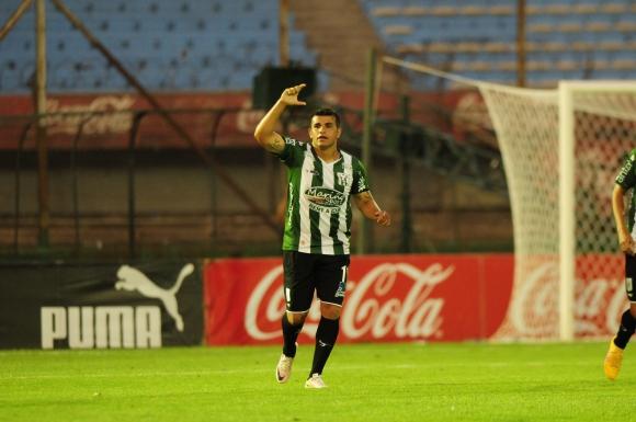 Liber Quiñones, goleador y figura del equipo de Sayago. Foto: Marcelo Bonjour