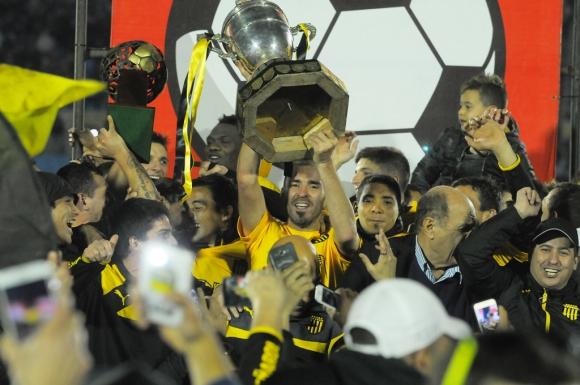 Peñarol venció a Plaza y es el campeón del Uruguayo 2015/16. Fotos: A. Colmegna/M. Bonjour/F. Ponzetto.