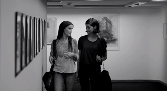 Con Noelia Campo en una de las escenas de Los modernos.
