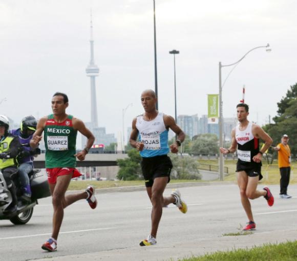 Aguelmis Rojas (al centro) competirá en maratón.