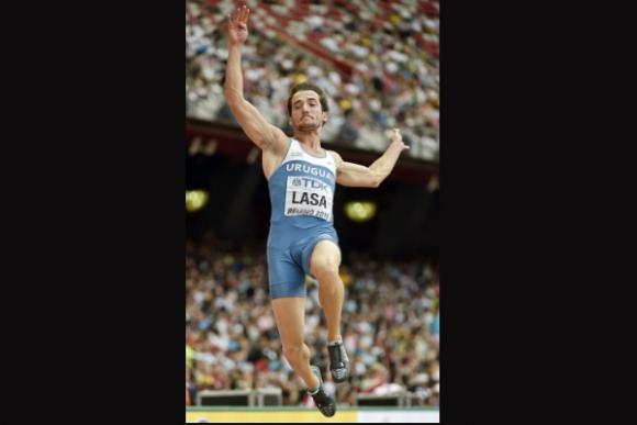 Emiliano Lasa (salto largo). (Foto: EFE)