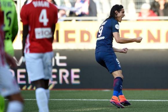 Edinson Cavani festeja el gol ante Nancy. Foto: AFP