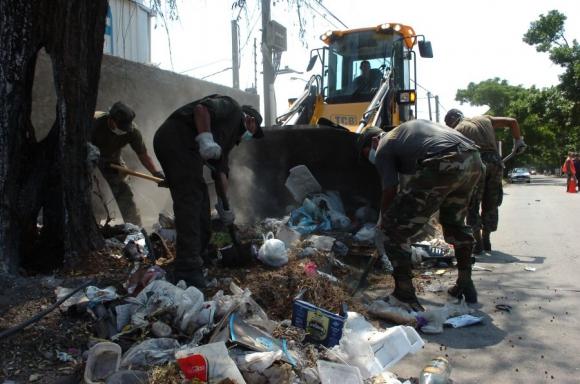 Plan: en dos días, militares recogieron 850 toneladas de basura. Foto: A. Colmegna