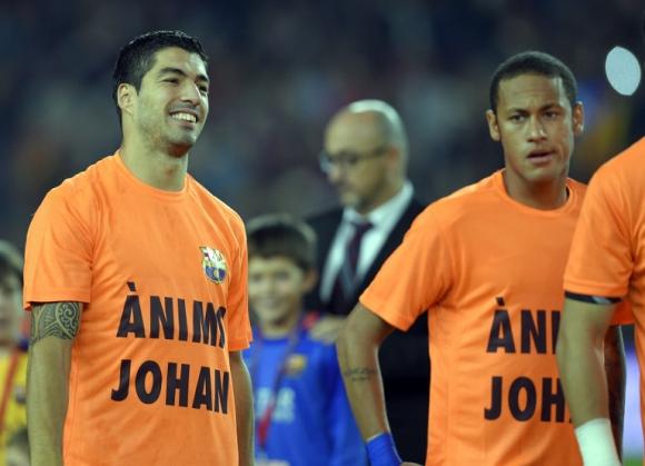 Luis Suárez previo al partido entre  Barcelona y Eibar en el homenaje a Johan Cruyff. Foto: EFE