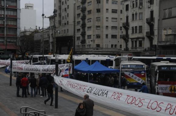 Cooperativas de transporte hicieron asamblea en la IMM. Foto: Francisco Flores