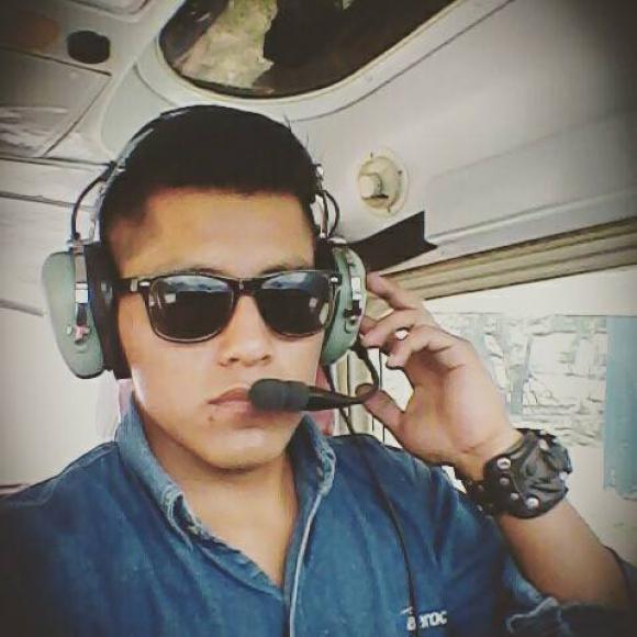 Erwin Tumiri, técnico de vuelo. Fue rescatado con vida. Foto: Erwin Tumiri / Facebook.