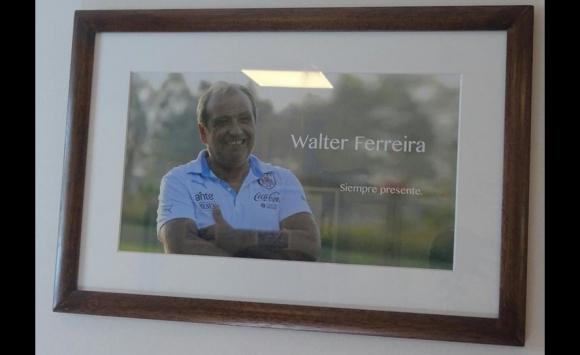 El cuadro de Walter Ferreira en el Departamento Médico del Complejo Uruguay Celeste. Foto: AUF