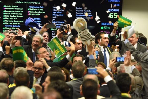 Diputados opositores festejaron ayer el triunfo. Foto: AFP.