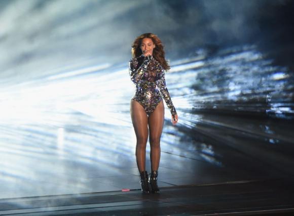 Beyoncé deslumbró en el escenario con un body enriquecido con piedras. Foto: Reuters