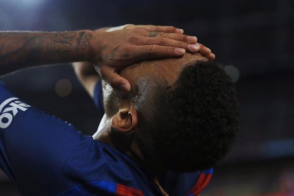 Neymar se lamenta tras empatar ante Málaga. Foto: EFE