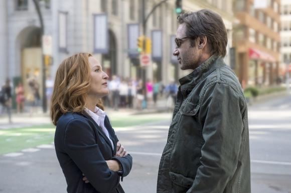 Gillian Anderson y David Duchovny en una escena de la nueva temporada.